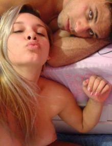 Casada caiu na internet com o marido em fotos amadoras – Fotos Porno