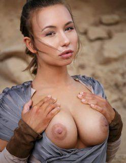Cosplay pelada pagando boquete mostrando a buceta